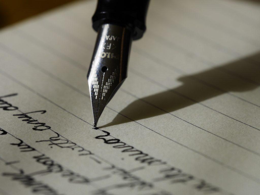 万年筆での執筆作業