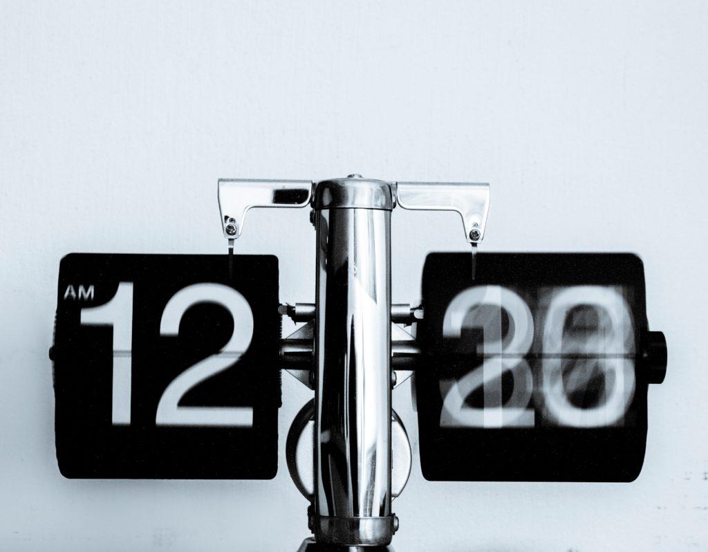 素早く変わるパタパタ時計