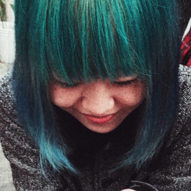 マニックパニックを使って染めたターコイズヘアカラーの実例