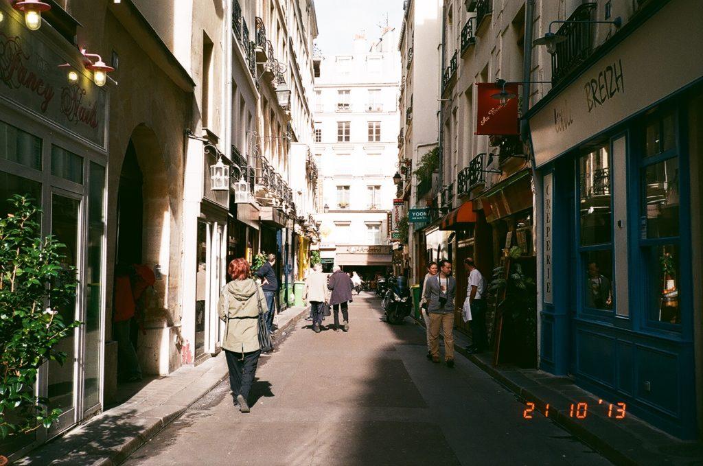 パリの路地裏