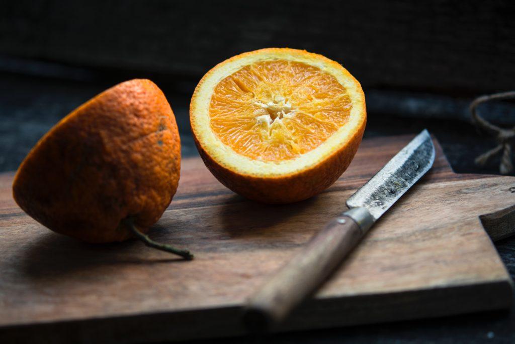 半分に切られたオレンジ