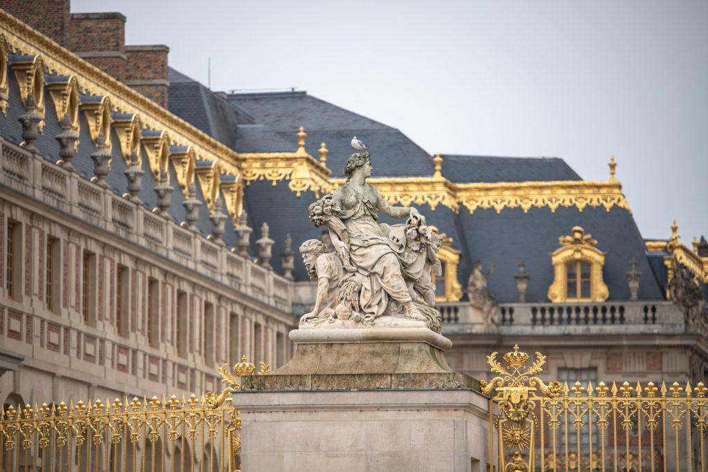 ヴェルサイユ宮殿の石像