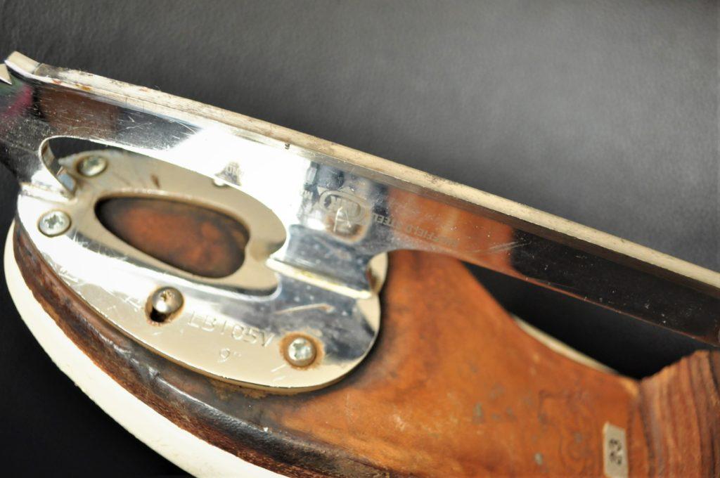 フィギュアスケート靴のエッジ